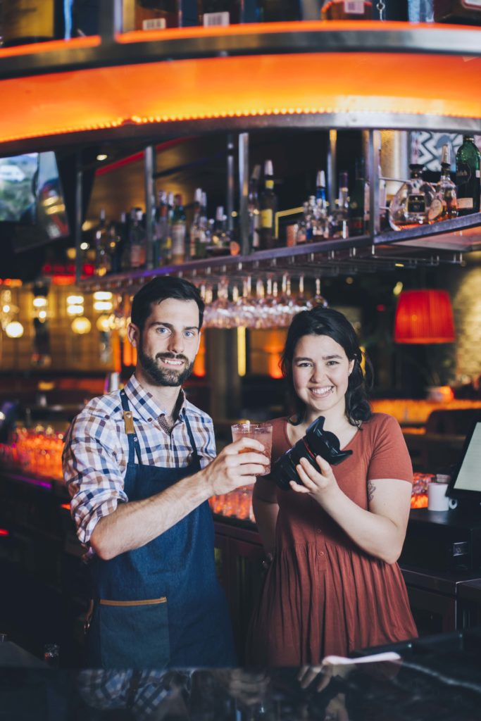 Tous droits réservés, Barman et Robine